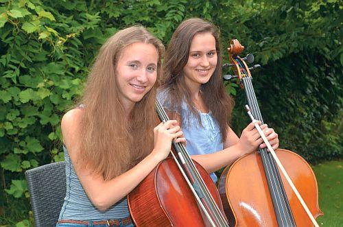 Die Cellistinnen Miriam Göbel und Emilia Kämper aus Wunstorf